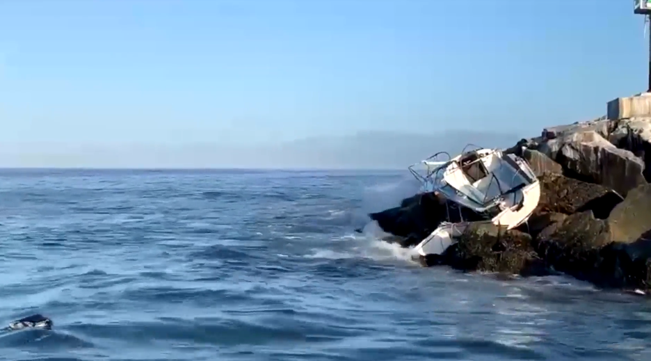 sailboat crash on rocks