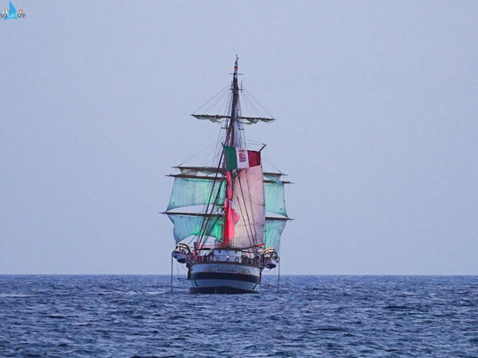 Nave Palinuro, spettacolo alla Terrazza (foto Amore Bianco)