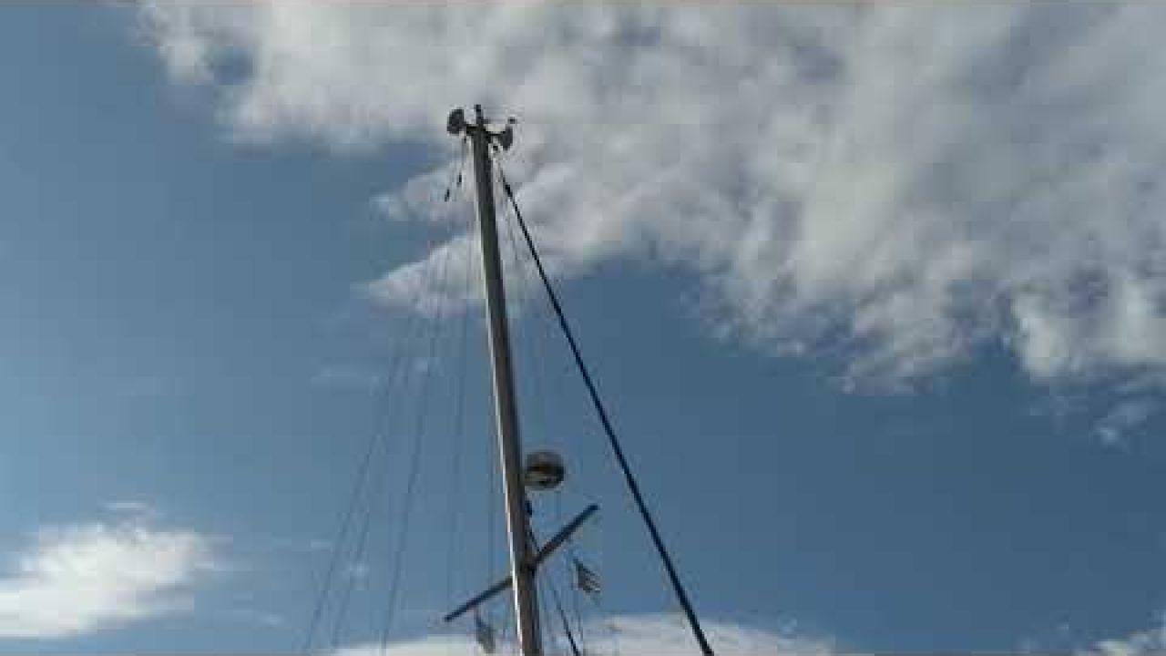 german-catamaran-grounding-in-athens-greece