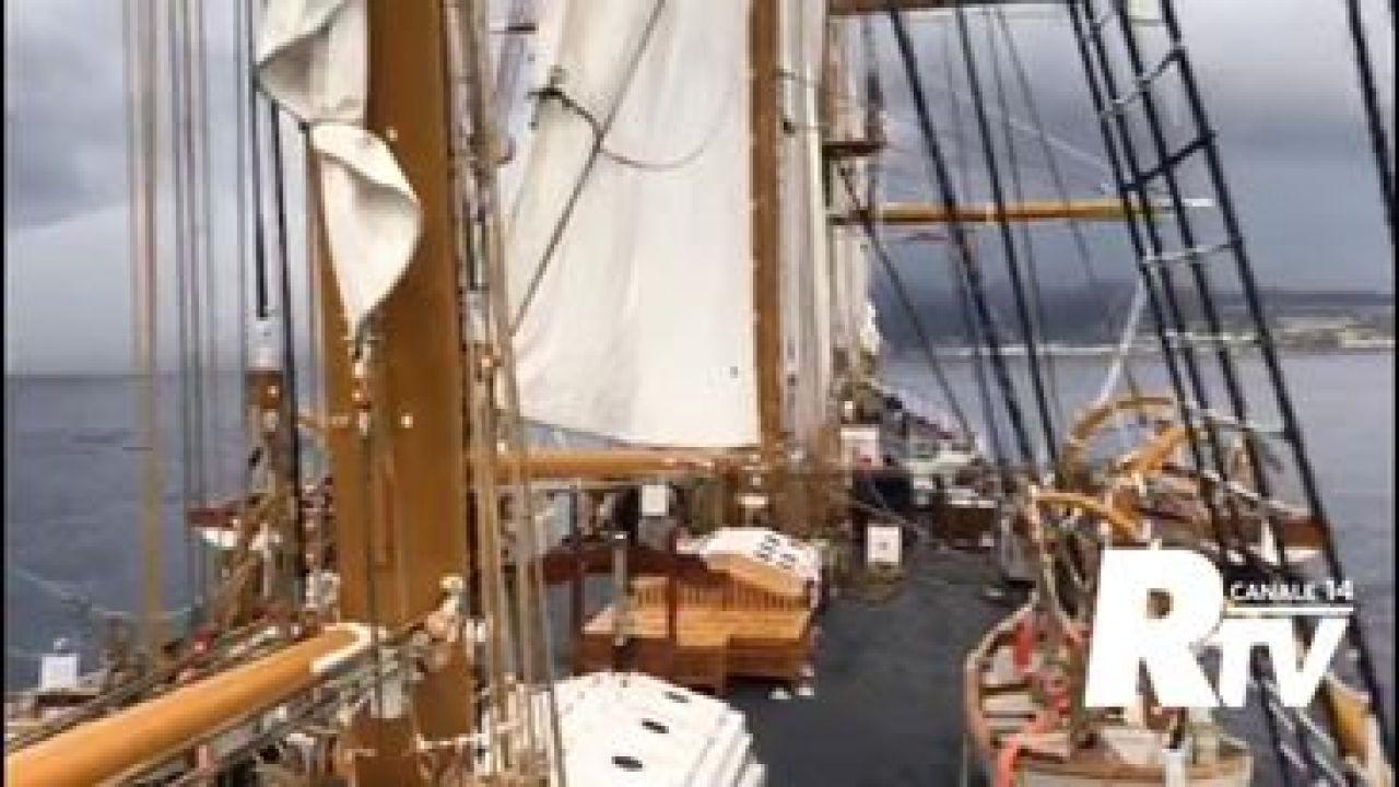 ReggioTV - La nave Palinuro nello Stretto di Messina