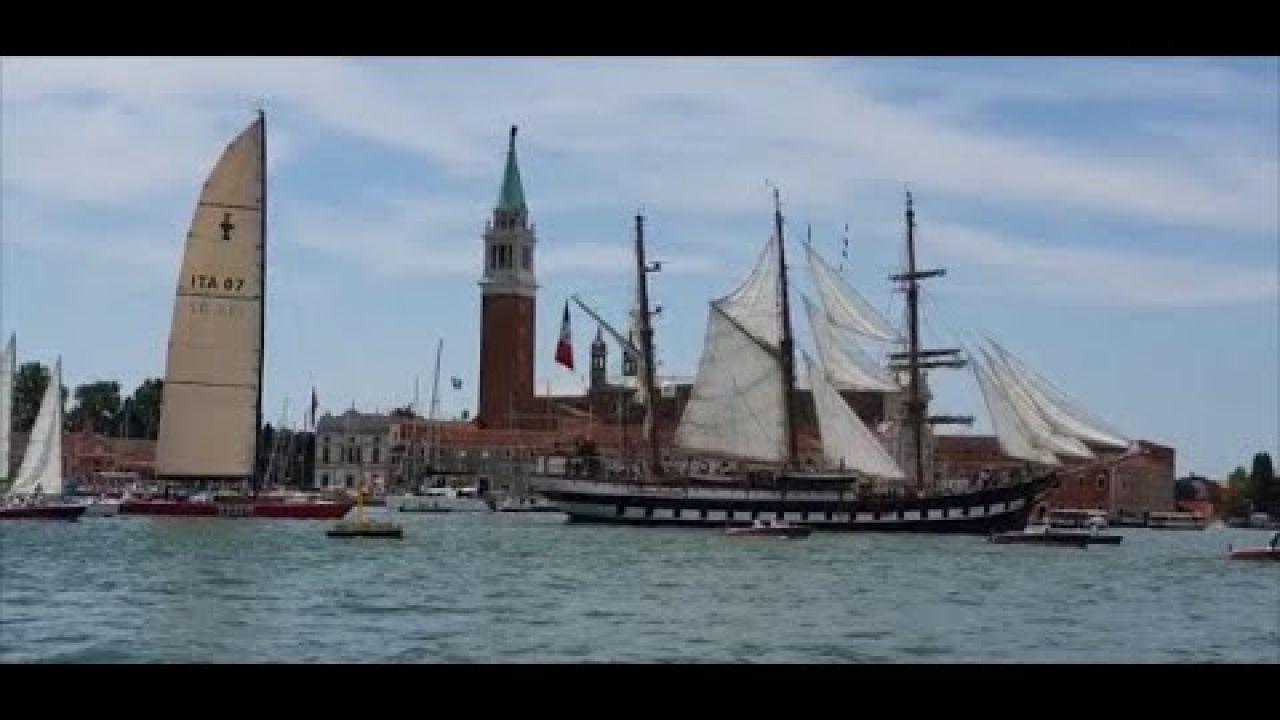 La nave scuola Palinuro entra a Venezia a vela