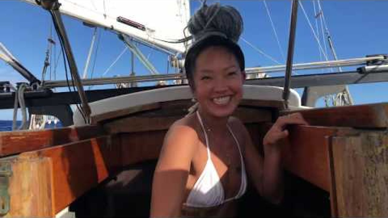 """Yoga Girls Go Sailing! - Quirky & The Yoga Boat (CH5 """"Yogis on a Boat"""") @joahyoga"""