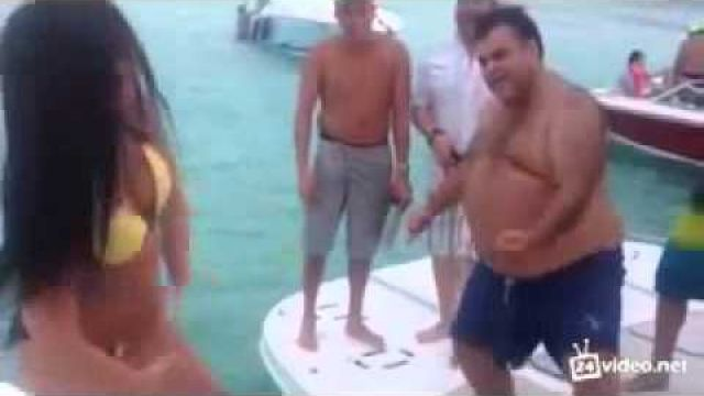 Unusual Boats Dance Battle Fat Man vs Sexy Girl