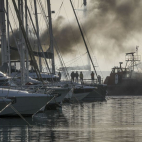 Video : Catamaran completely destroyed during fire in Alimos...