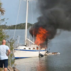 Video : Sailboat catches fire at Swoope Boat Ramp in New Smy...