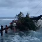 | VIDEO | Community Works To Free Sailboat Stuck On Kona Ree...